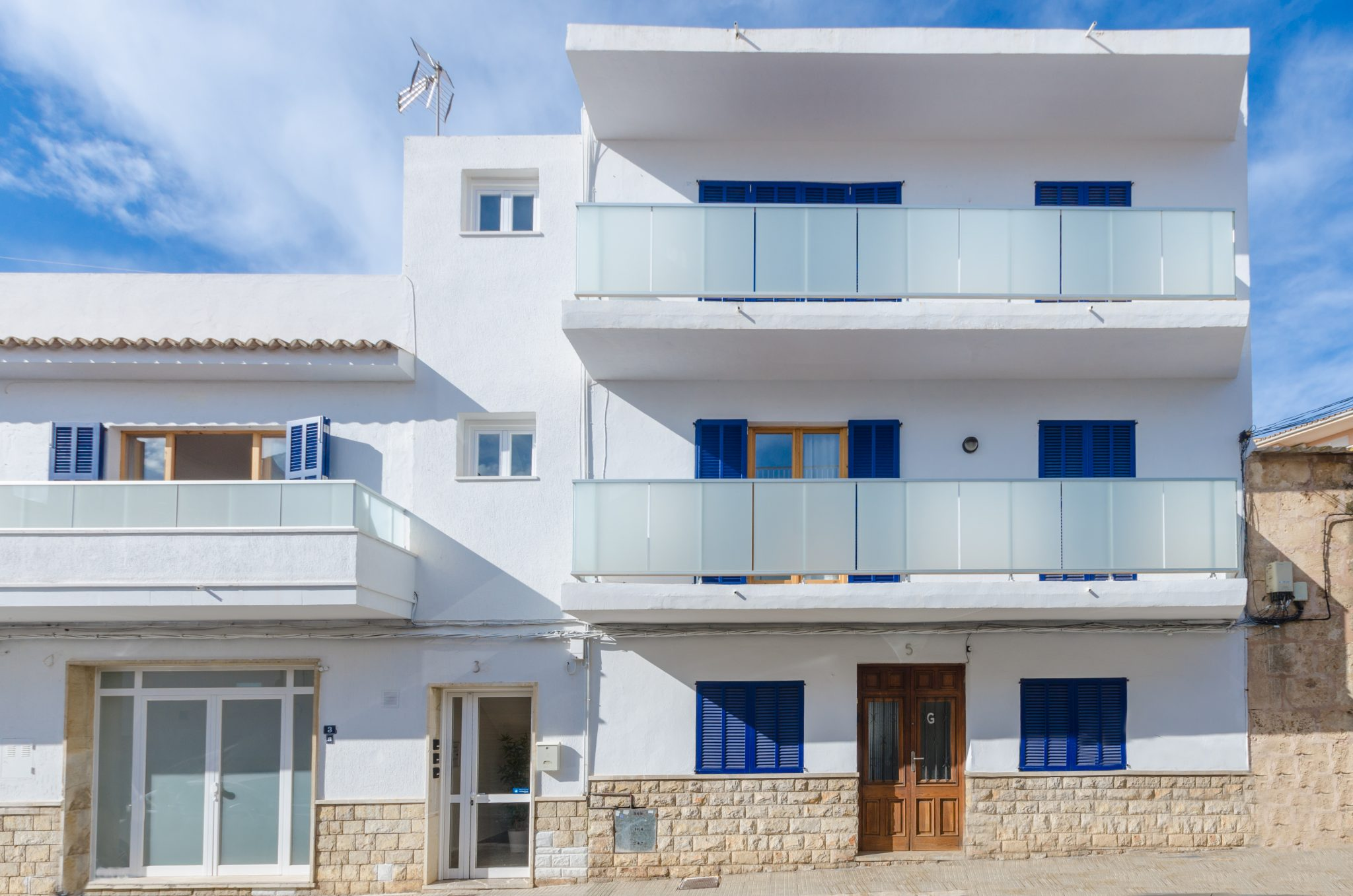YourHouse Port, modern apartments in Puerto de Alcúdia near the beach, including WiFi